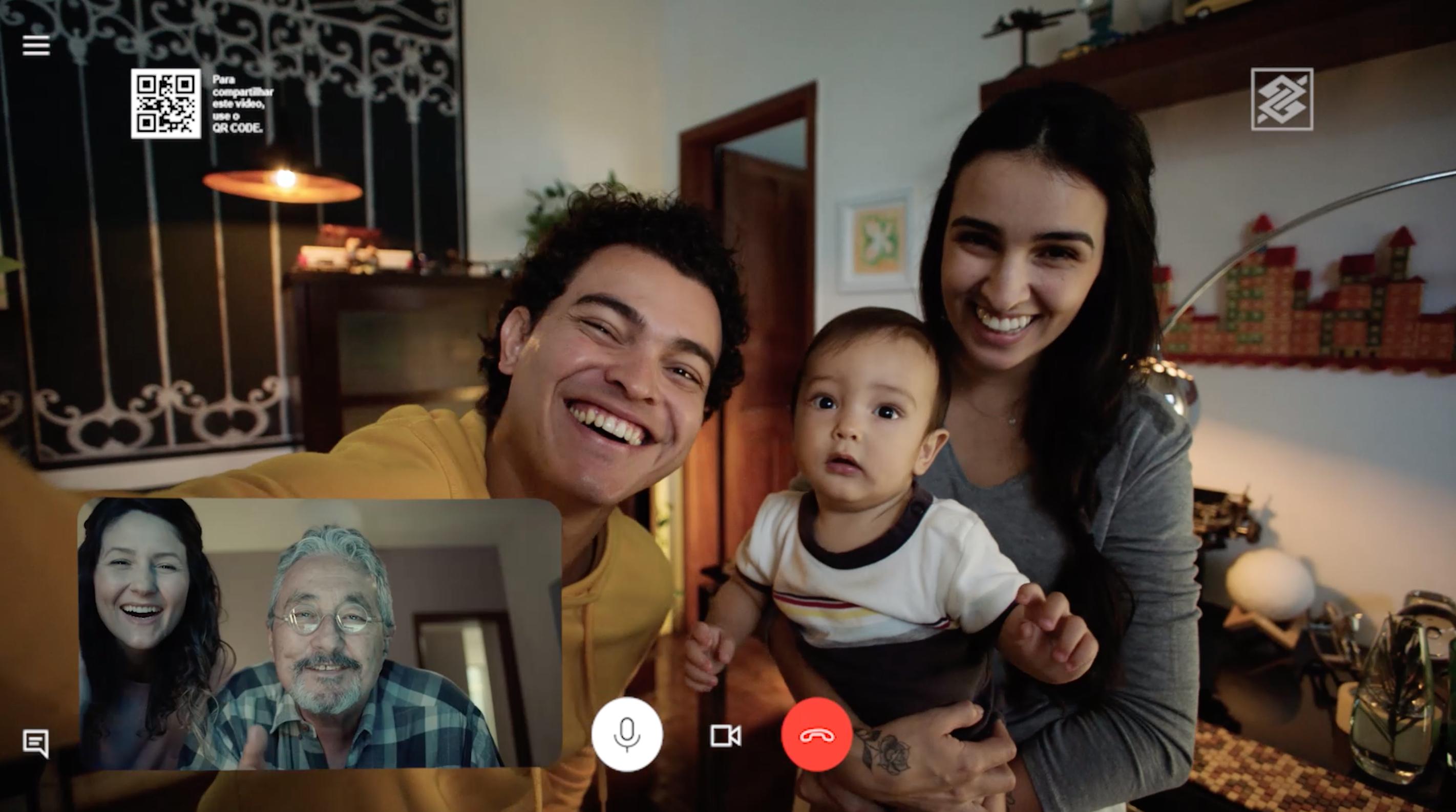 Banco do Brasil retrata novos hábitos das relações familiares em campanha de dia dos pais