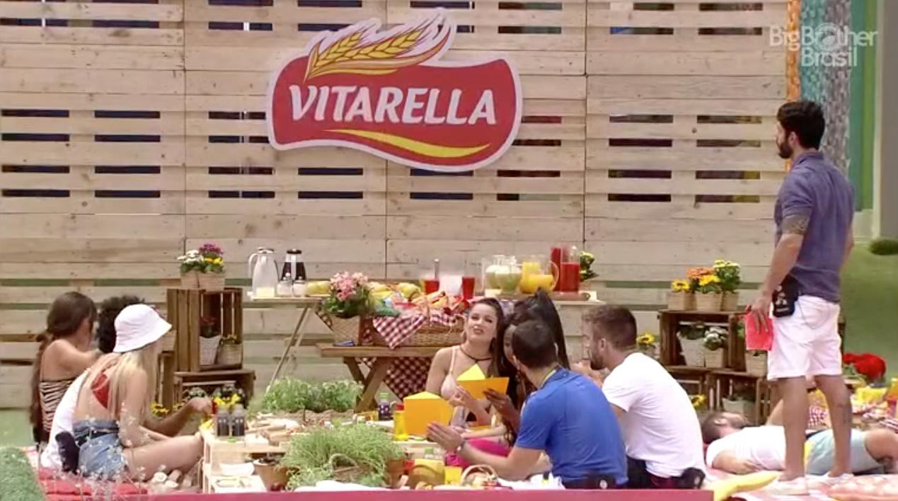 Vitarella entra na casa mais vigiada do Brasil para uma dinâmica com os Brothers do BBB21